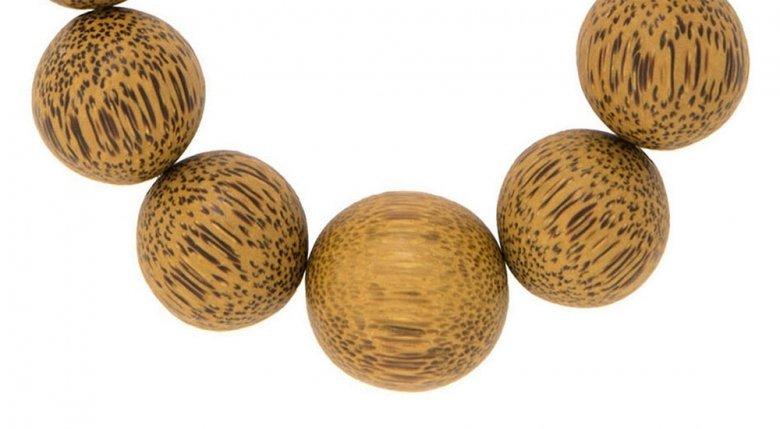 Varm natur i store karrygule perler